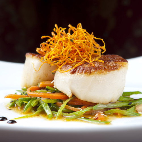 Roasted king scallops, asians spiced vegetables and carrot hair