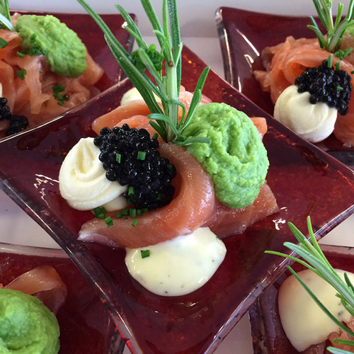 Wye smoked salmon, pea pureé, horseradish cream and caviar